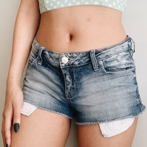 papaya | cropped shorts w/ peekaboo pocket